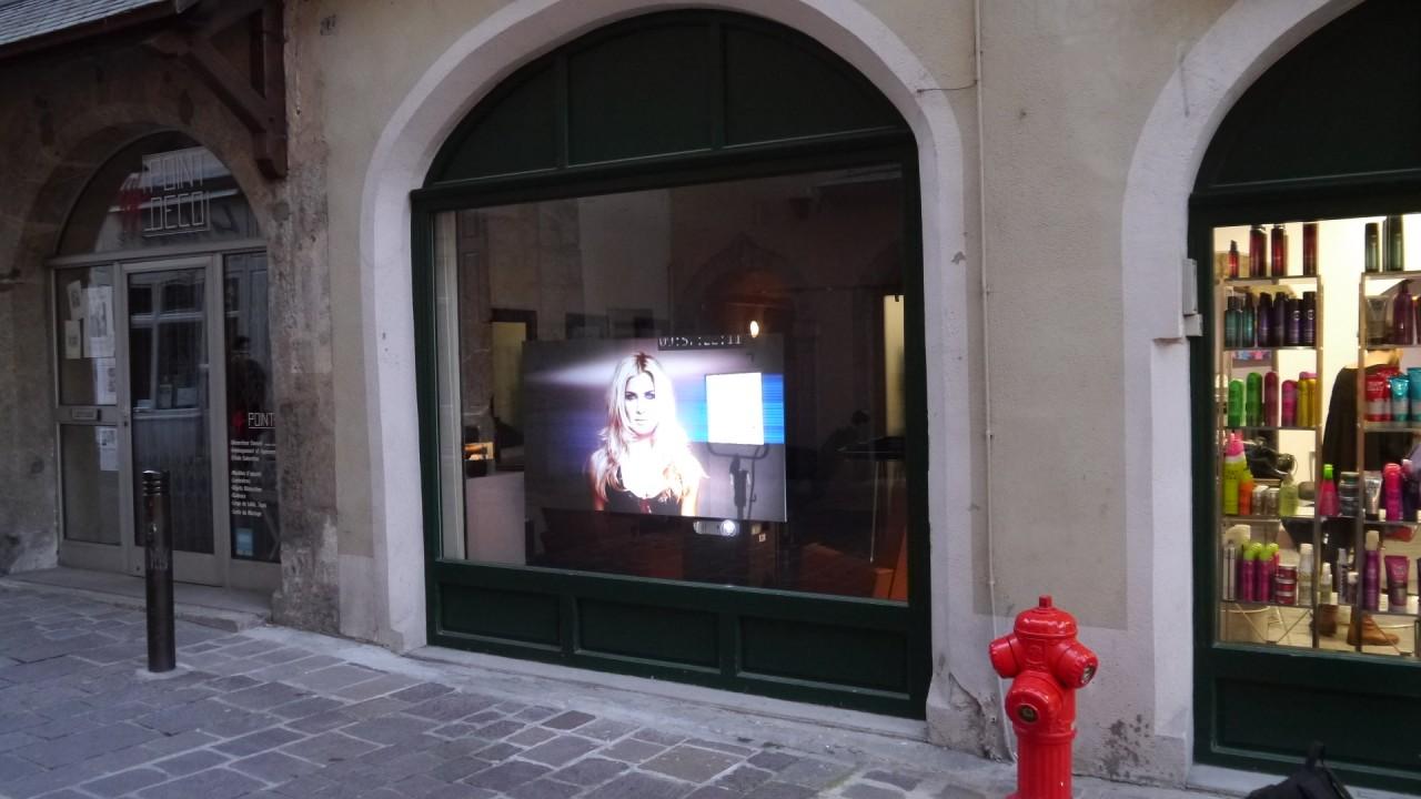 R'Glass - Affichage Dynamique Spécial Vitrine 160cm / By R'Screen